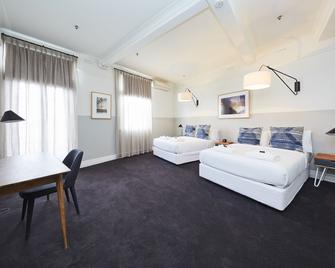 Bridgeview Hotel - Willoughby - Bedroom