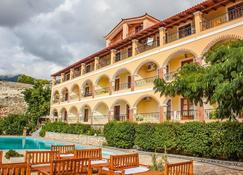 Hotel Llazari - Himare - Budynek
