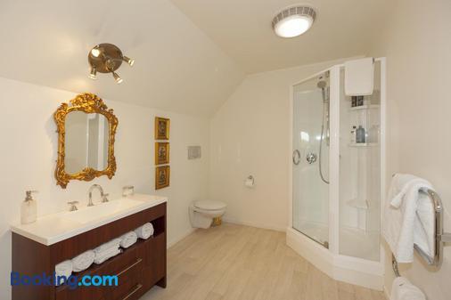 Tudor Manor Bed & Breakfast - Paraparaumu Beach - Bathroom