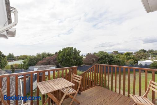 Tudor Manor Bed & Breakfast - Paraparaumu Beach - Balcony