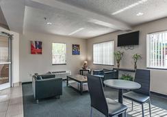 夏洛特-大學 6 號汽車旅館 - 夏洛特(北卡羅來納州) - 休閒室