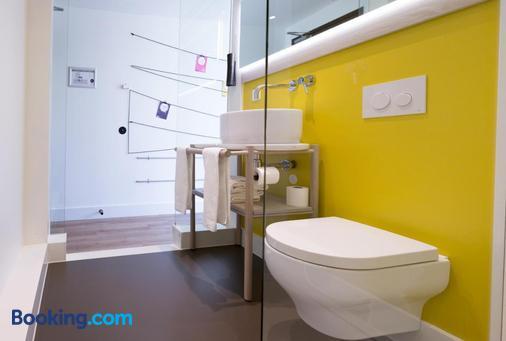Qbic Hotel Amsterdam Wtc - Amsterdam - Bathroom
