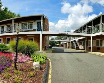 Stratford Motor Lodge - Falls Church - Building