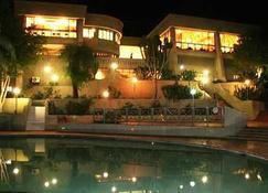 Elephant Hills Resort - Victoria Falls - Piscina