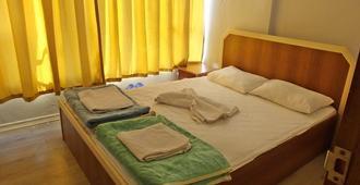 Aziz Pansiyon - Antalya - Schlafzimmer