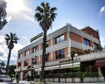 Hotel Sorriso - Lucera - Gebouw