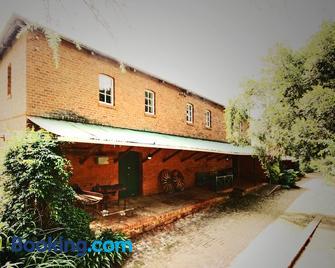 Kings Grant Country Retreat - Ixopo - Building