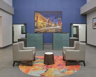 La Quinta Inn & Suites Tyler South - Tyler - Resepsjon
