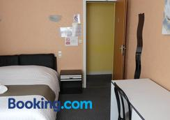 Hôtel Duguesclin - La Haye-Pesnel - Bedroom