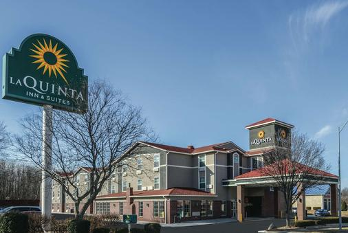 La Quinta Inn & Suites by Wyndham Kansas City Airport - Kansas City - Gebäude