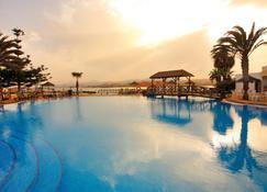 Barceló Castillo Beach Resort - Antigua - Piscina