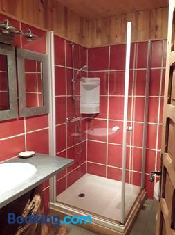 L'auberge Chez Léon - Le Chambon-sur-Lignon - Bathroom