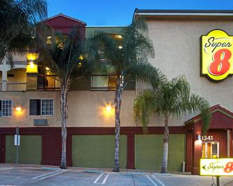 Super 8 by Wyndham Los Angeles Downtown - Los Angeles - Building