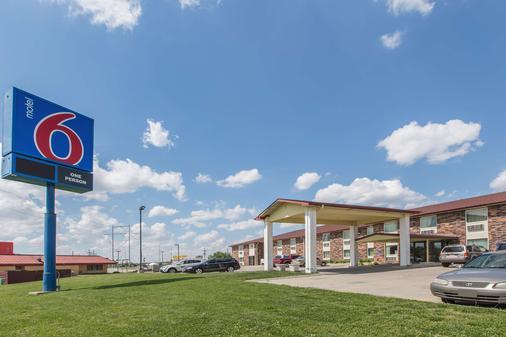Motel 6 Omaha Central - Omaha - Building