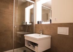 Kreuz Bern Modern City Hotel - Bern - Bathroom