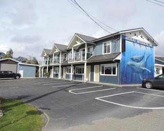The Bayshore Waterfront Inn - Ucluelet - Building