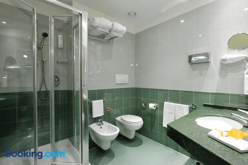 佩魯賈假日酒店 - 佩魯賈 - 佩魯賈 - 浴室