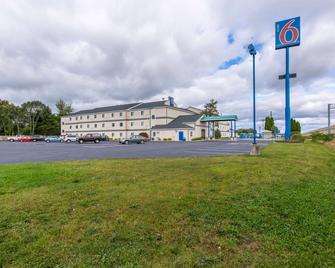 Motel 6 Lake Delton, WI - Baraboo - Building
