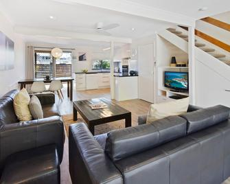 Noosa Place Resort - Noosaville - Living room