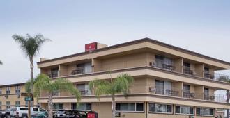 聖地亞哥機場華美達高級酒店 - 聖地牙哥 - 聖地亞哥 - 建築