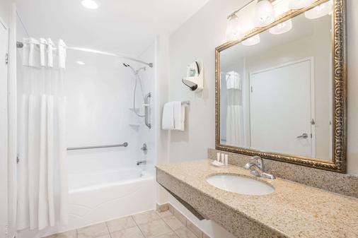 Ramada by Wyndham San Diego Airport - San Diego - Phòng tắm