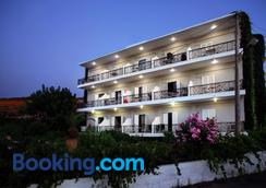 Sea View Hotel & Apartments - Chania - Building