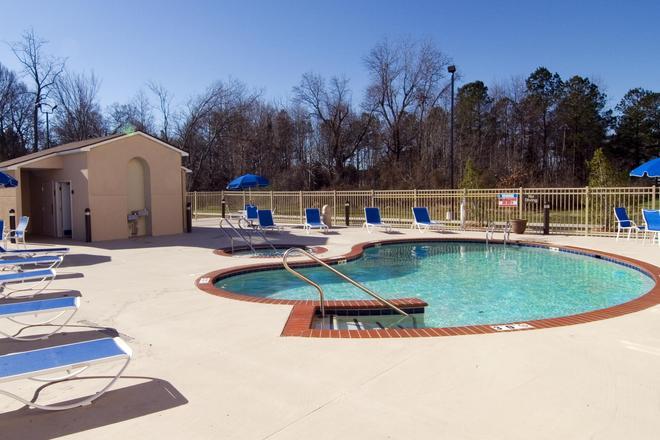 Best Western Plus Newport News Inn & Suites - Newport News - Pool