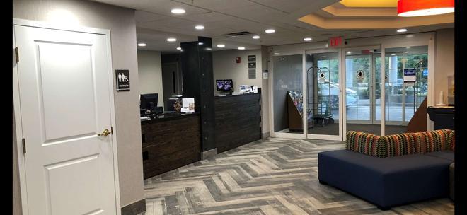 Best Western Plus Newport News Inn & Suites - Newport News - Lobby