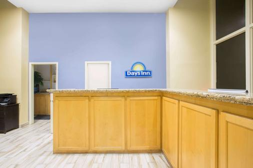 Days Inn by Wyndham Lake Havasu - Lake Havasu City - Front desk