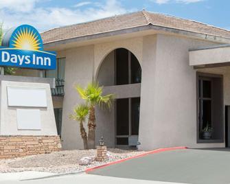 Days Inn by Wyndham Lake Havasu - Лейк-Гавасу-Сіті - Building
