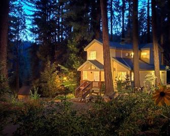 Tenaya Lodge - Fish Camp - Building