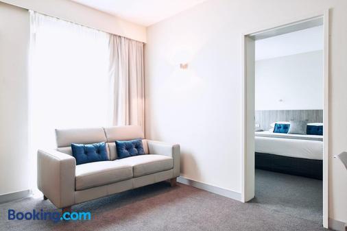 Club Laverton - Laverton - Living room
