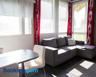 Holiday Linnunlahti Camping - Йоенсуу - Living room