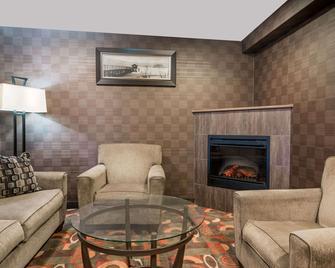 Baymont by Wyndham Eau Claire WI - Eau Claire - Living room