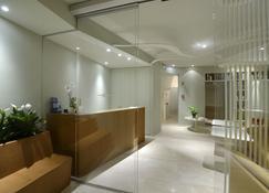Aromi Piccolo Hotel - Salò - Front desk