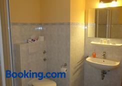 Hotel Wilhelmshof - Ribnitz-Damgarten - Bathroom
