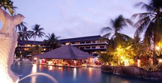 Discovery Kartika Plaza Hotel - קוטה - נוף חיצוני