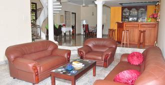 Sugandi Inn - נגומבו