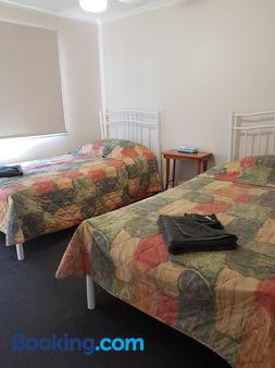 D'Aguilar Hotel Motel - Woodford - Bedroom