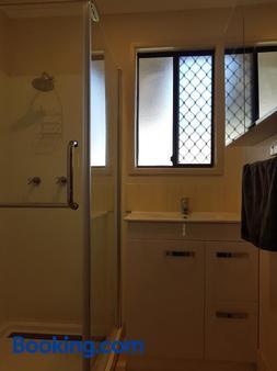 D'Aguilar Hotel Motel - Woodford - Bathroom