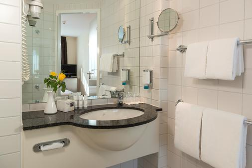 Essential by Dorint Berlin-Adlershof - Berlin - Bathroom