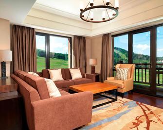 Sheraton Changbaishan Resort - Manjiang - Вітальня