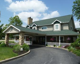 Hearthstone Inn & Suites - Cedarville - Building