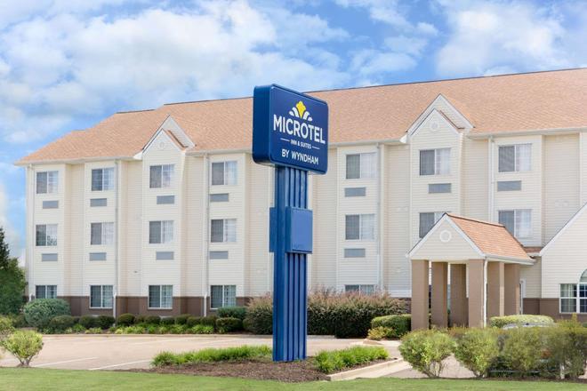 Microtel Inn & Suites by Wyndham Starkville - Starkville - Building