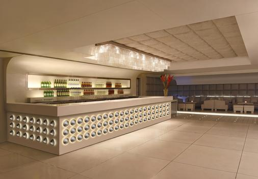 The Leela Ambience Hotel & Residences, Gurugram - Gurgaon - Bar