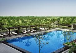 The Leela Ambience Hotel & Residences, Gurugram - Gurgaon - Pool