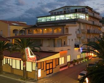 Hotel President - Vasto - Building