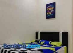 Neesa Homestay Bukit Gambang-Muslim - Gambang - Habitación