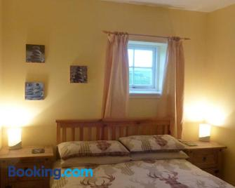 Kilchrist Castle Cottages - Campbeltown - Bedroom