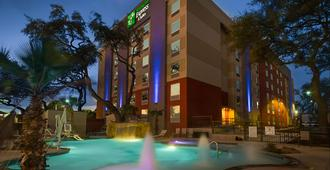 Holiday Inn Express & Suites San Antonio Medical-Six Flags - San Antonio - Gebäude